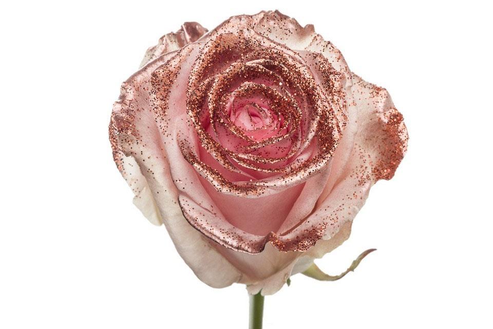 Boeket van grootbloemige roze Rozen met koperen glitters