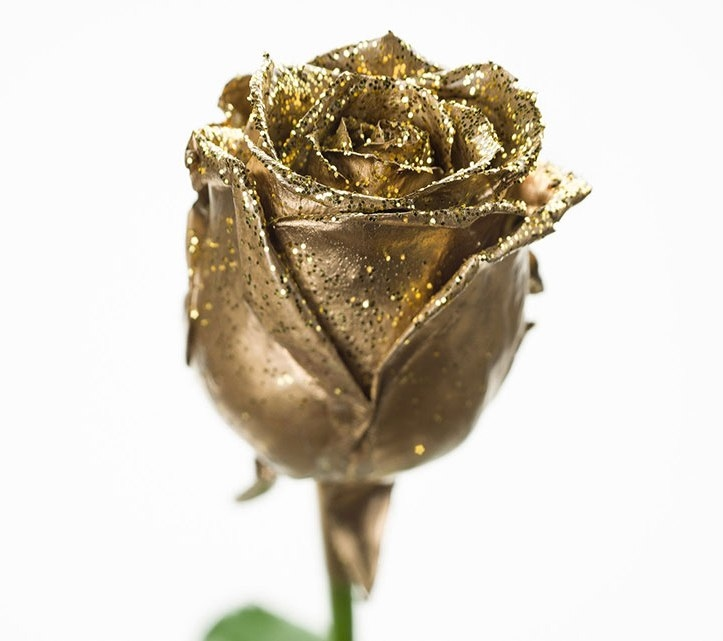 Bouquet of gold waxed Roses big flowers and gold sparkles